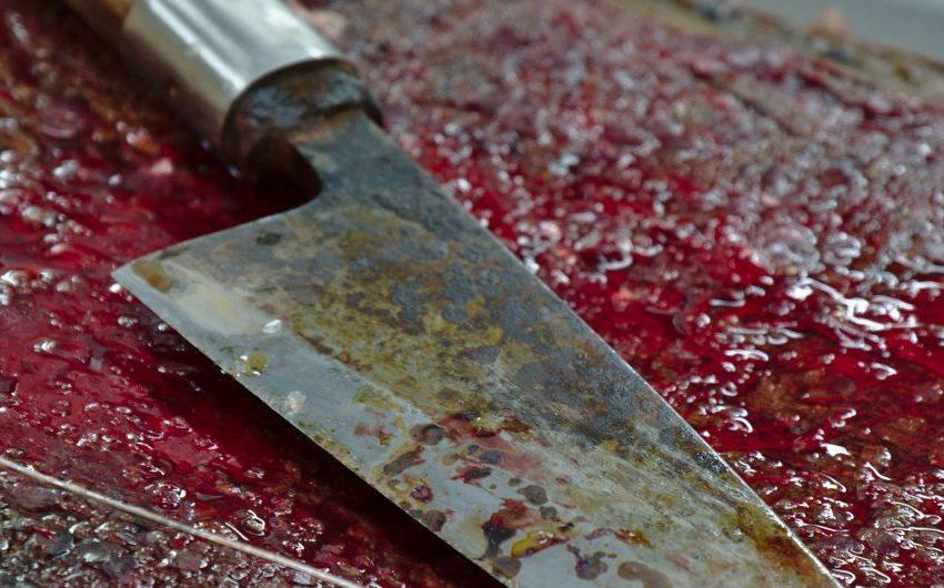На Львівщині поліцейські виявили тіло чоловіка з ножем у грудях