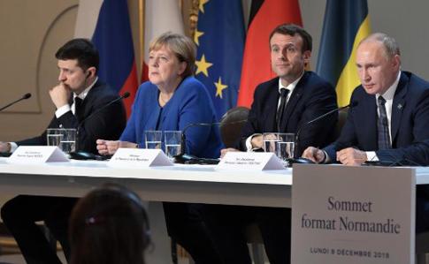 """Нові деталі """"Нормандської зустрічі"""": Зеленський категорично відмовлявся від розведення сил на Донбасі"""
