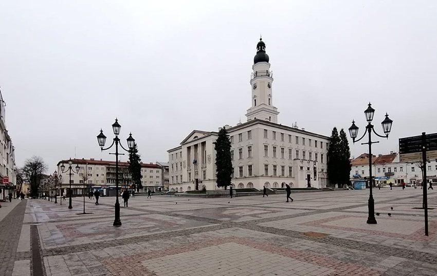 Гідний вчинок! Чиновники Дрогобицької міськради з власної зарплати закуплять експрес-тести та апарат ШВЛ