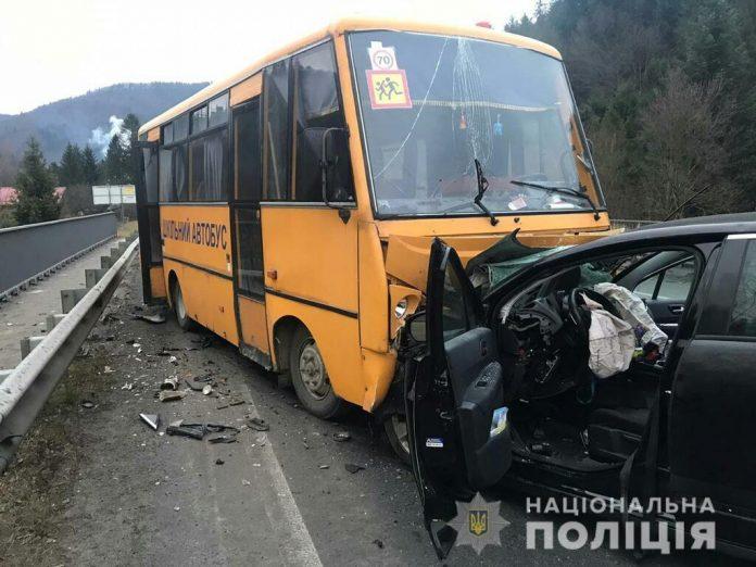 У Сколівському районі в ДТП потрапив шкільний автобус, є постраждалі