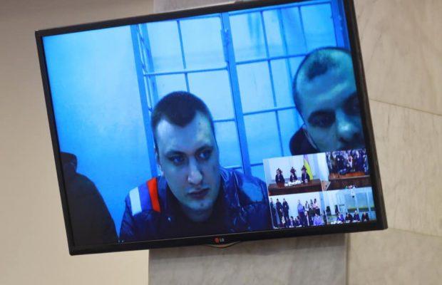 Звинувачений у розстрілі Майдану беркутівець Аброськін прийшов на суд із російським триколором
