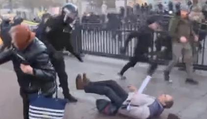 У мережі опублікували відео жорстокого побиття активістів під стінами Ради (ВІДЕО)
