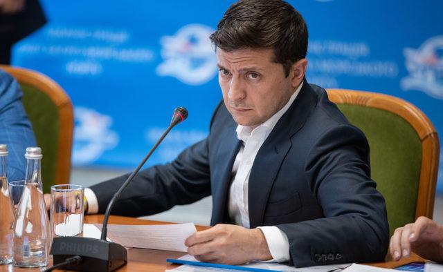 """Зеленський терміново закликав мережі АЗС знизити ціни на пальне: """"Я вам обіцяю…почнемо дуже жорстко боротися"""""""