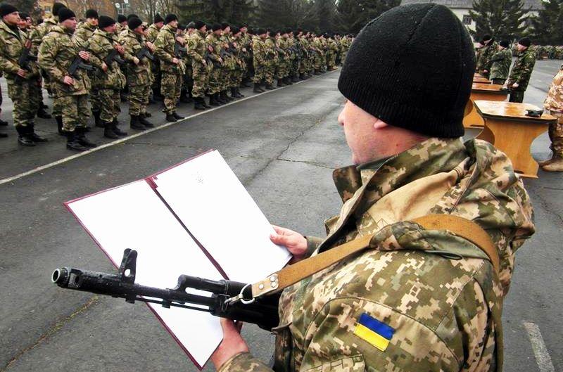 Зеленський відновив призов до армії. Кого заберуть першими?