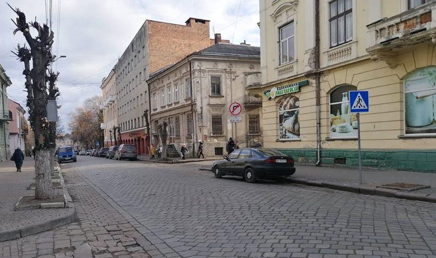 На вулицях Дрогобича встановили нові дорожні знаки (ФОТО)