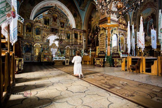 """""""На Дрогобиччину за дивом"""": люди з всієї країни з'їжджаються до церкви святої Анни зцілитися"""