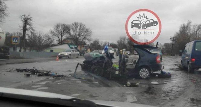 Моторошна аварія на Хмельниччині: загинув водій, за життя дітей борються лікарі (ФОТО)