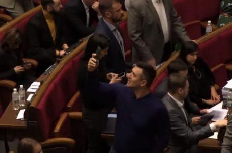 """Нардеп Тищенко вчергове опозорився: """"не встиг проголосувати, бо фільмував сторіс"""""""
