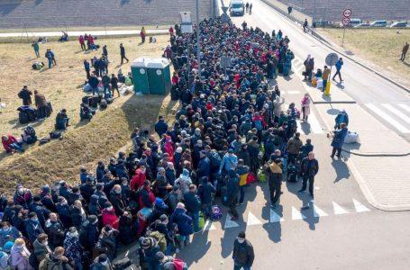 Вражаючі фото з польсько-українського кордону: українці масово повертаються додому (ФОТО, ВІДЕО)