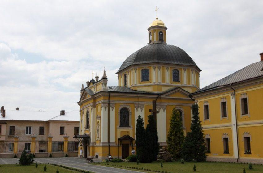 На Львівщині за порушення умов карантину будуть судити священника і міського голову
