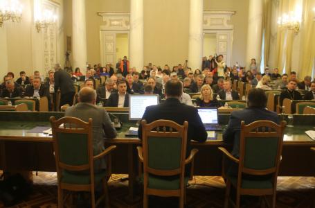 Стало відомо, депутати яких фракцій у Львській облраді найчастіше прогулюють засідання