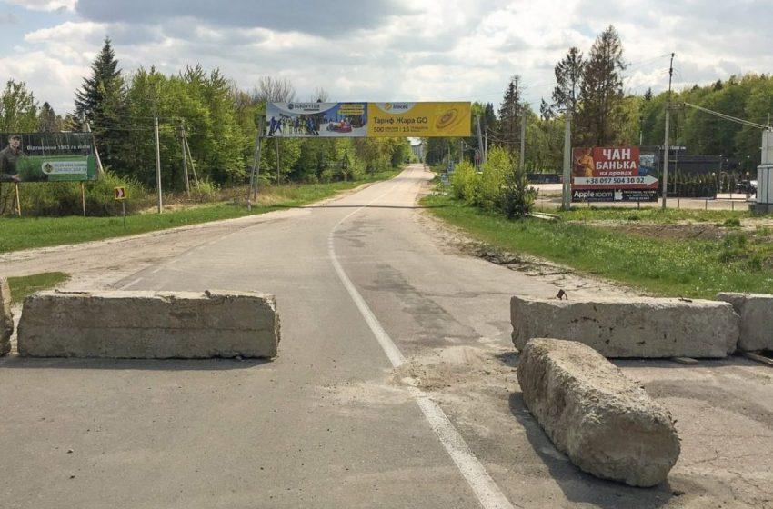 Водії самовільно відновили рух аварійною дорогою з Дрогобича до Трускавця (ФОТО)