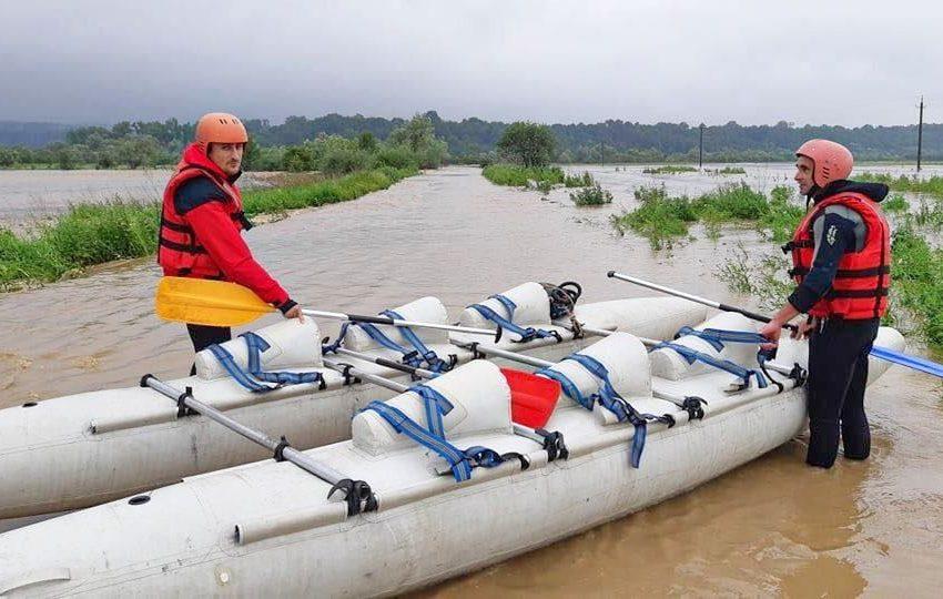 У Стрийському районі ріка вийшла з берегів і затопила все село (ФОТО, ВІДЕО)