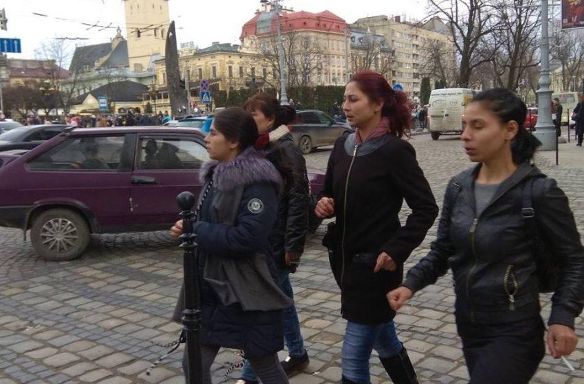 У центрі Львова циганки пограбували дівчину (ФОТО)