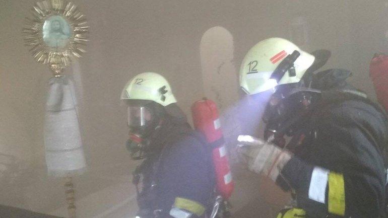 На Львівщині у церкві трапилася пожежа (ФОТО)