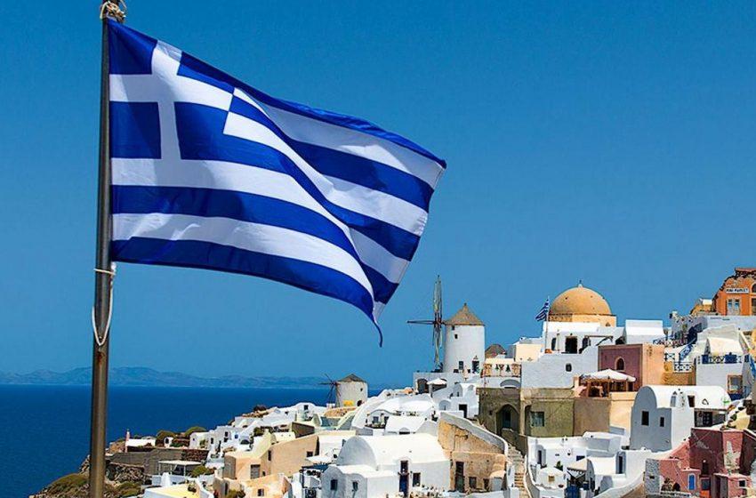 На в'їзді до Греції розвернули тисячі туристів, яким хибно повідомили про відкритий кордон