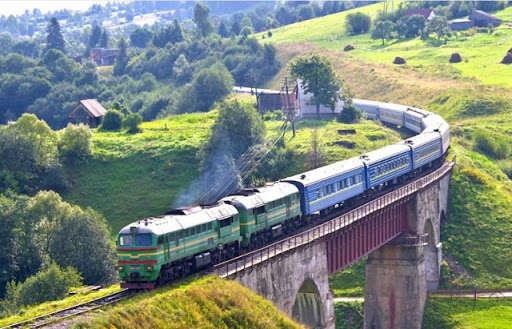 Укрзалізниця відновлює рух одного з основних поїздів до Карпат