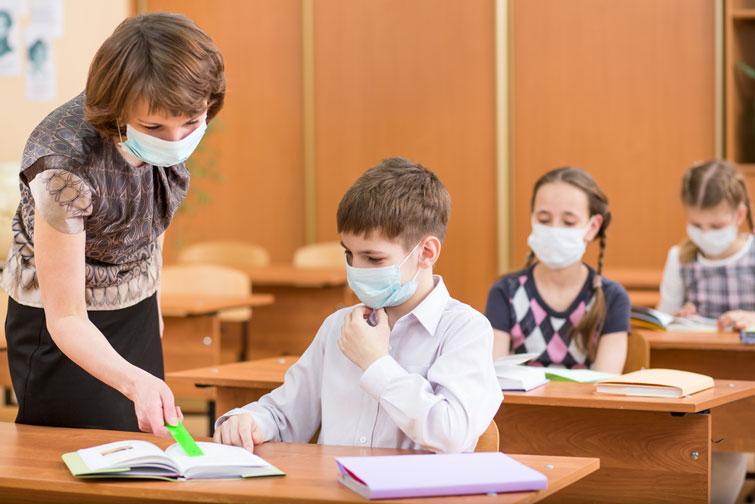 МОН зняло з себе відповідальність за здоров'я вчителів та учнів, незважаючи на епідемію коронавірусу