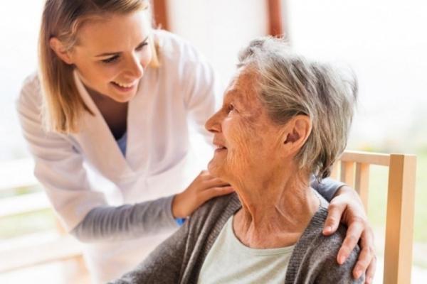 Пенсіонерам встановили щомісячні доплати: кому проведуть перерахунок