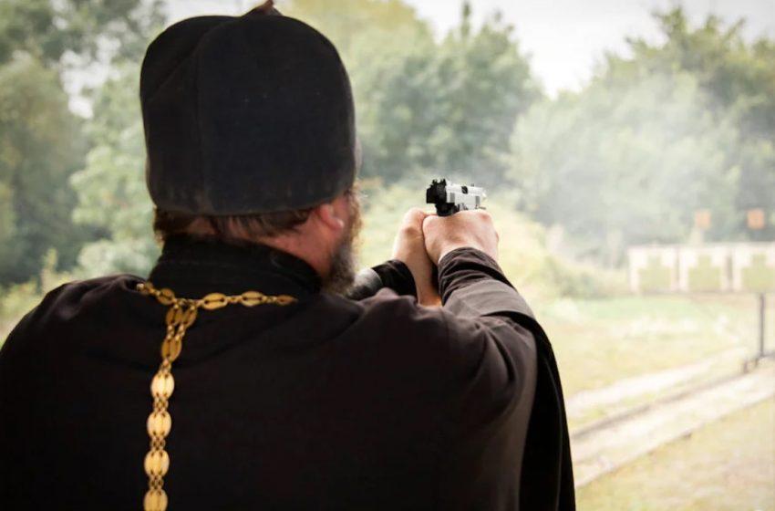 На Львівщині священник незаконно продавав зброю та боєприпаси