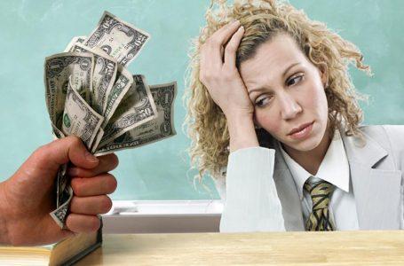 """""""Наші вчителі повинні більше заробляти"""": Зеленський пообіцяв істотне підвищення зарплат для освітян"""