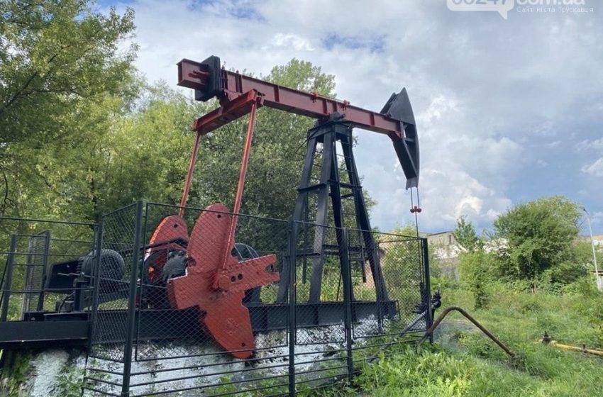 """На Дрогобиччині неймовірно перевтілили нафтові """"качалки"""" (ФОТО)"""