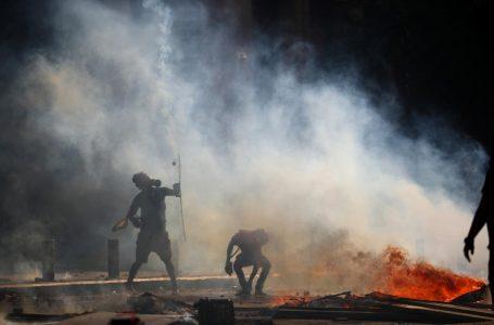 У Бейруті почалися зіткнення з поліцією: в хід пішли сльозогінний газ та каміння (ФОТО/ВІДЕО)