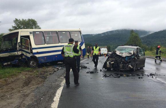 На Львівщині у моторошній ДТП загинула пасажирка легковика