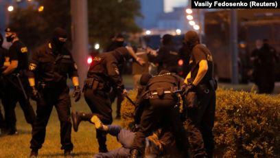У Білорусі затримали 9 українців та побили кориспондента з України