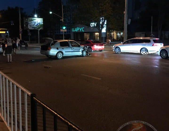 Автівки потрощило: у Львові на перехресті трапилась серйозна ДТП (ФОТО, ВІДЕО)