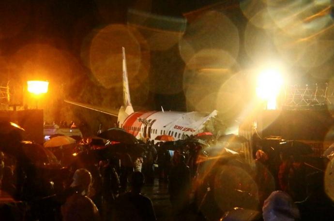 В Індії розбився літак з евакуйованими через коронавірус пасажирами з Дубая (фото)