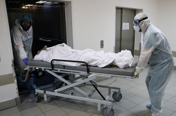 На Львівщині через зростання кількості госпіталізованих з COVID-19 відкривають лікарні другої хвилі