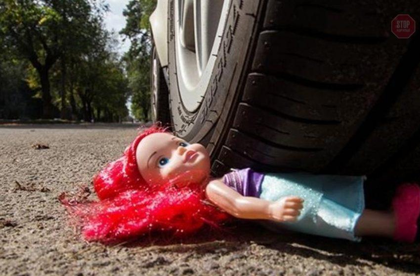 На Львівщині у моторошній ДТП сильно постраждала маленька дитина, водій втік з місця подій