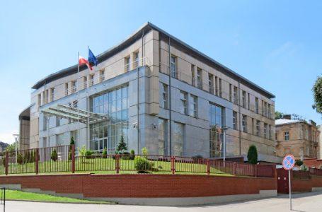 У Львові Генконсульство Польщі призупиняє роботу: стала відома причина