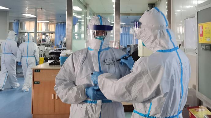За добу в Україні антирекорд за померлими від COVІD-19 і 2430 випадки