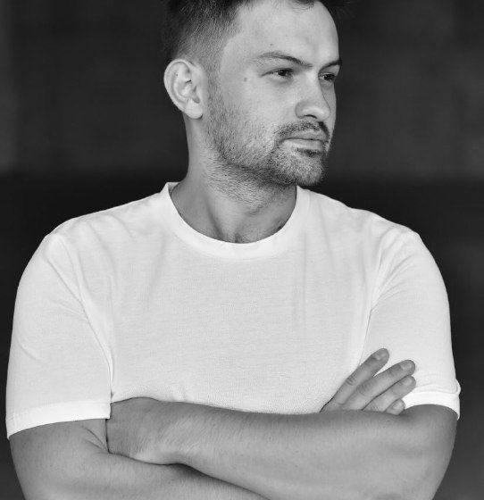 """Успішний український музичний продюсер та діджей Oleg Novosad презентує нову композицію """"Power On"""", з якою обіцяє підкорити Європу"""