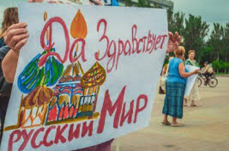 У центрі Києва двоє дівчат заспівали гімн Росії(ВІДЕО)