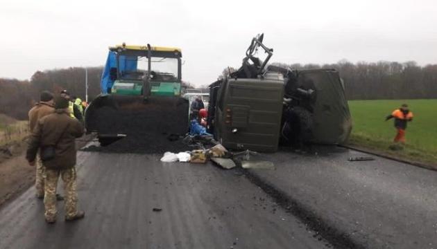 Військова вантажівка спричина смертельну ДТП (фото)