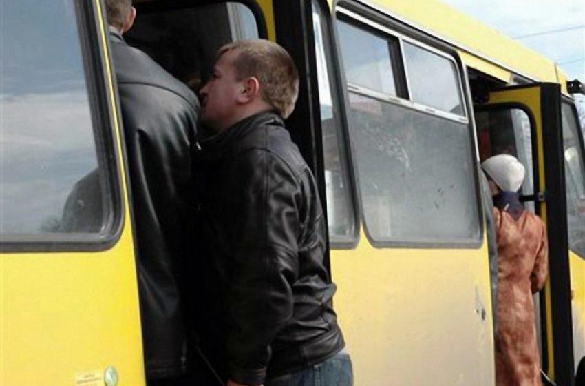 У Львові чоловік випав з автобуса і трагічно загинув. Водій поїхав, не надавши допомоги