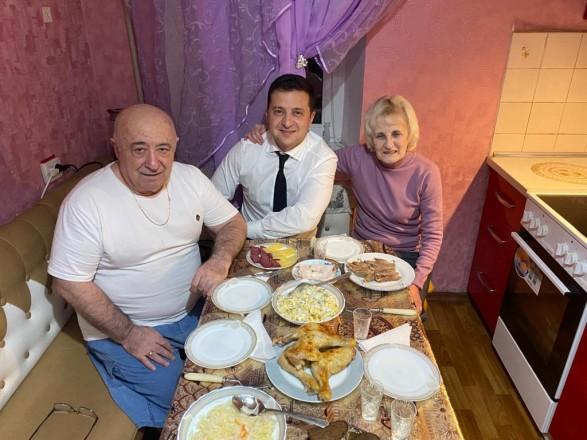 Зеленський заїхав на вечерю до батьків і показав фото