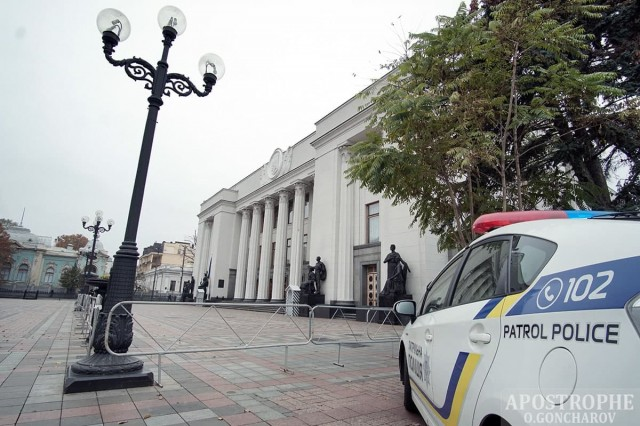 Невідомі повідомили про замінування Верховної Ради, на місці працює поліція (ФОТО)
