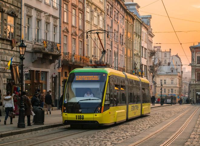 Яким транспортом найкраще пересуватися туристу у Львові?
