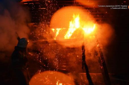 У Дрогобичі згорів автомобіль