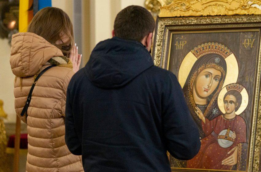 На Львівщину привезли копію ікони пресвятої Богородиці, яка усміхається (фото)