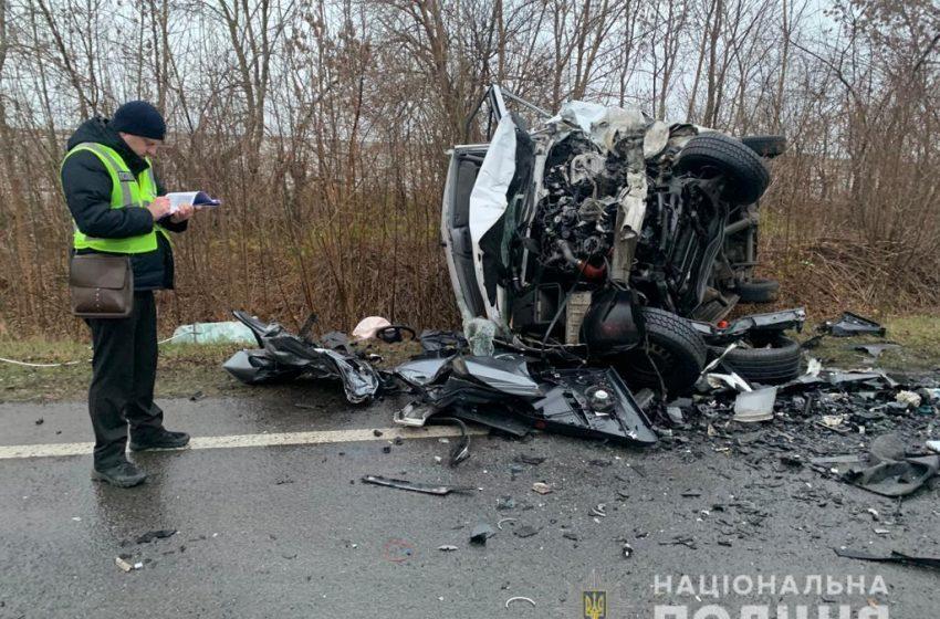 На Львівщині зіткнулися легковик із мікроавтобусом, є загиблі (фото)