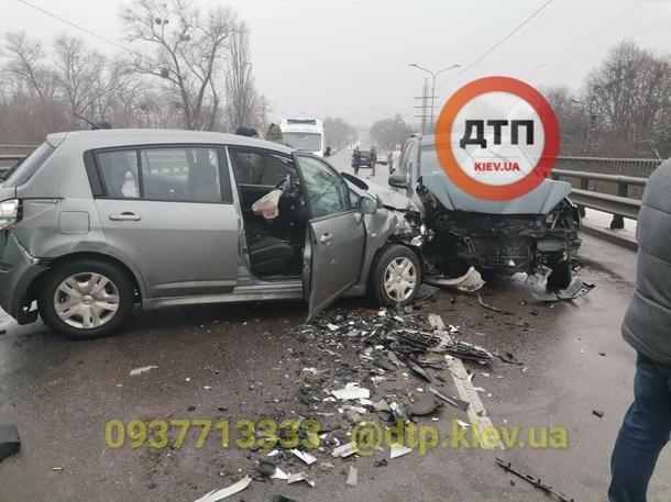 Рекорд цієї зими: у ДТП постраждали дев'ять автомобілів (фото)