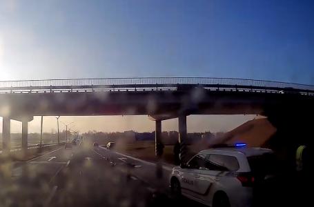 Біля Львова автомобіль скоїв наїзд на людину (відео)