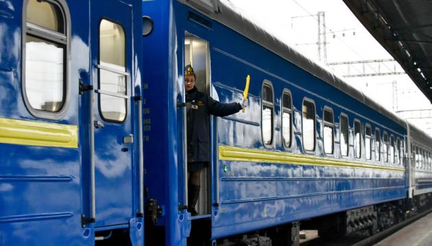 """Наступного року """"Укрзалізниця"""" щомісяця буде підвищувати ціни на перевезення"""