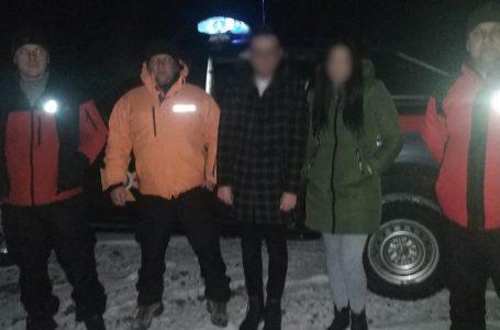 Рятувальники знайшли в горах закохану пару, які заблукали після освідчення (ФОТО)