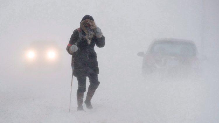 Сильний вітер та сніг з дощем: завтра на Україну налетить шторм (карта)